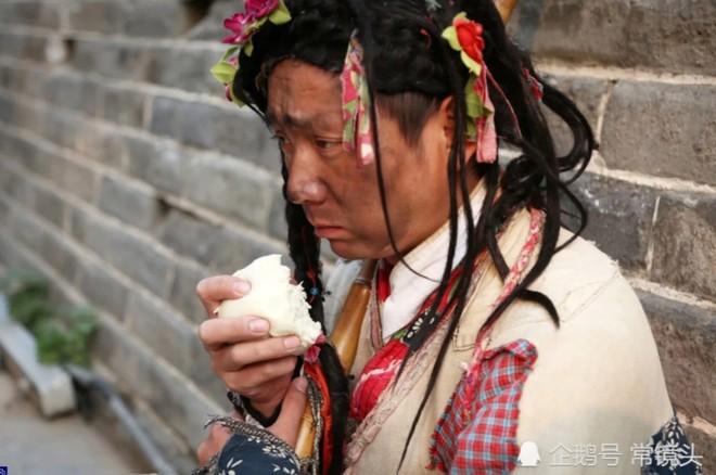 Chang trai Trung Quoc mua nha thanh pho sau 8 nam dong vai an xin hinh anh 2
