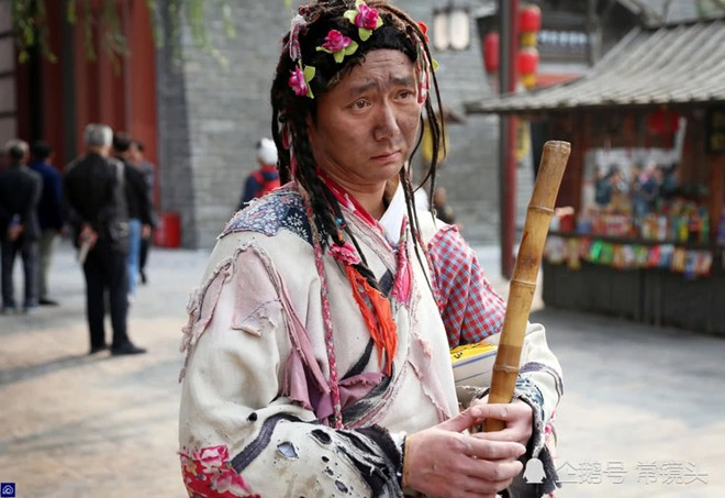 Chang trai Trung Quoc mua nha thanh pho sau 8 nam dong vai an xin hinh anh 3