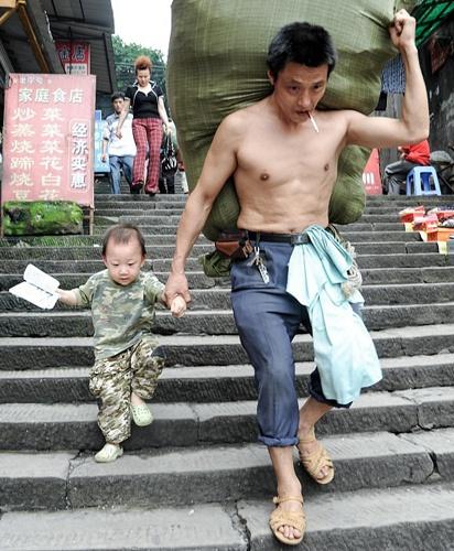 Bo con nguoi boc vac Trung Quoc noi tieng nho 1 buc anh hinh anh 1 chacon0_7070_1578278058.jpg