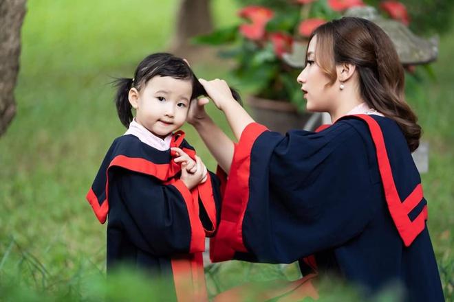 Nu sinh Hoc vien Tai chinh anh 2