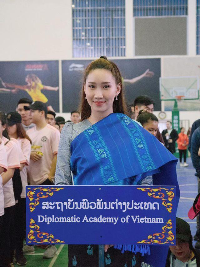 Hot girl Lao goc Viet khoe anh tot nghiep Hoc vien Ngoai giao hinh anh 6