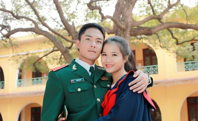 chuyen tinh chang bo doi va co ban cung ban anh 1
