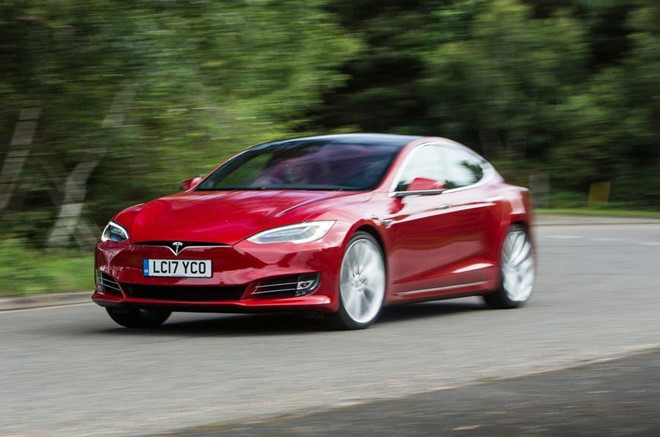 Co 20 ty USD, 'vua xe dien' Elon Musk di xe gi? hinh anh 2