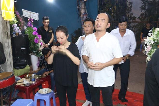 Hoai Linh va nhieu sao Viet ve Can Tho vieng nghe nhan Thanh Giao hinh anh 4