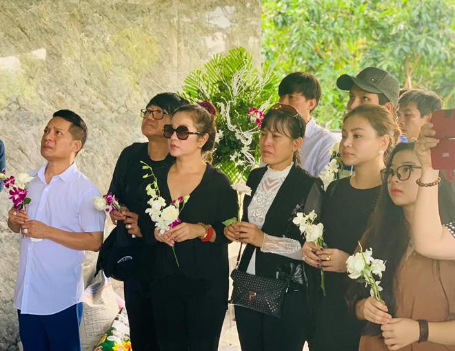 Thanh Giao la ai ma Hoai Linh, Minh Nhi va dan sao Viet tiec thuong? hinh anh 3