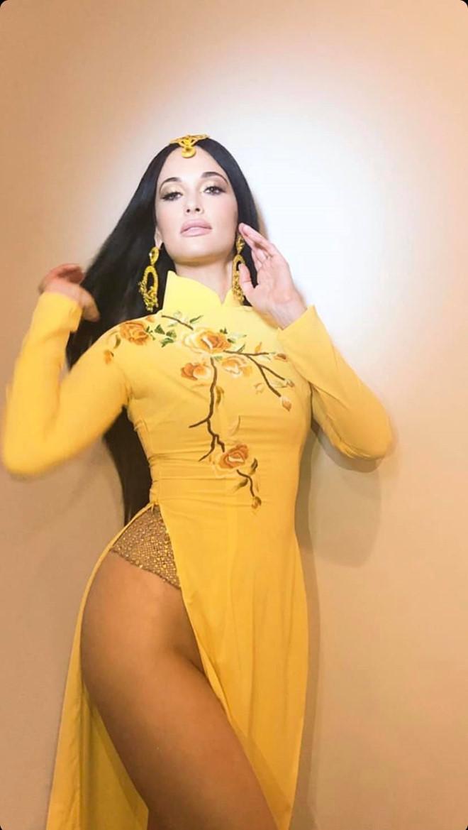 Mai Phuong Thuy va sao Viet tung bi chi trich ha thap ao dai dan toc hinh anh 1