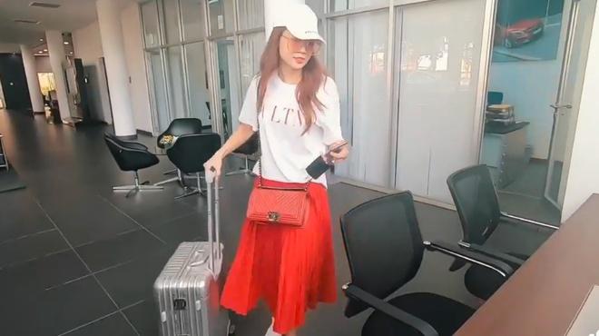 Hot girl Sam mang vali tien mua xe hoi 2,6 ty dong hinh anh 3