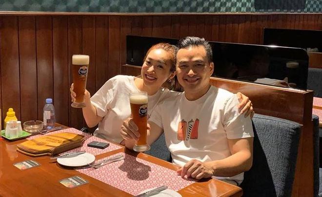 Chi Bao hanh phuc ben ban gai kem 16 tuoi hinh anh 2