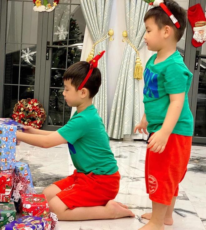 Gia dinh Ly Hai va dan sao Viet trang hoang nha don Noel hinh anh 6 79852364_2616229105099453_4393533522678120448_o.jpg