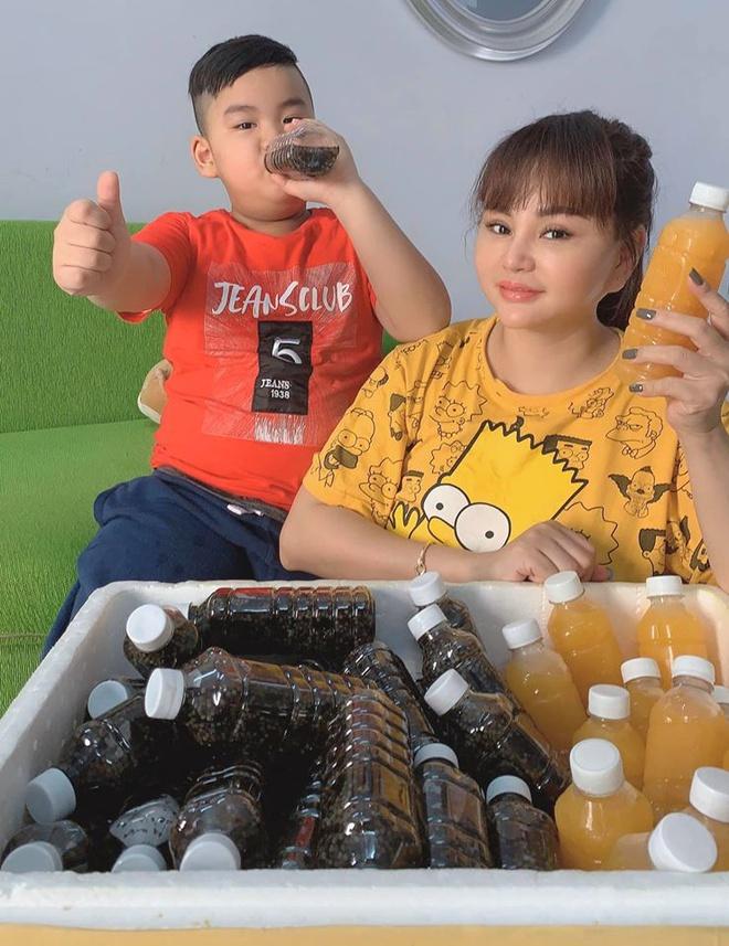 Le Giang ban nuoc cam, Thanh Truc ban do an hinh anh 2 90153764_639059766665577_6488739696334602240_o.jpg