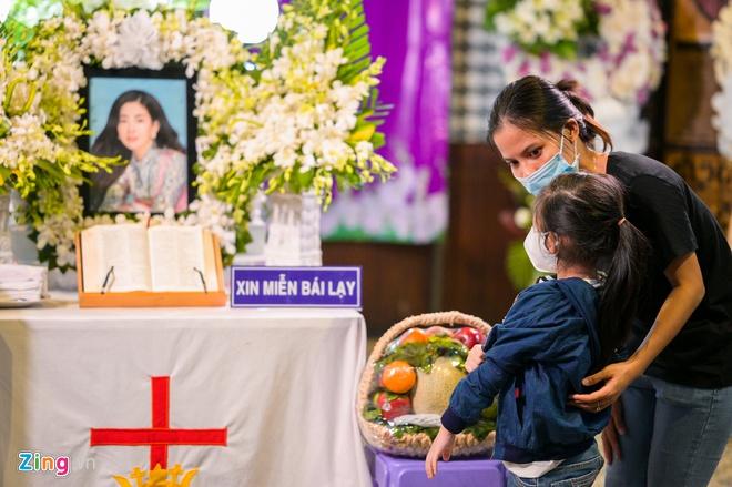 Mai Phuong da uy quyen nuoi con gai cho ong ba ngoai? hinh anh 1 NGUYEN_BA_NGOC_ZING_5389.jpg