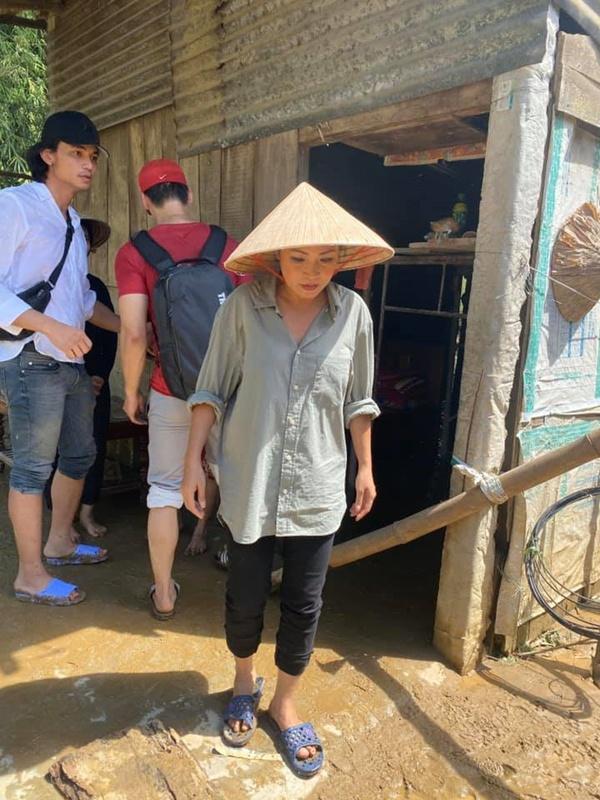 Phuong Thanh ra Quang Ngai lam viec anh 1