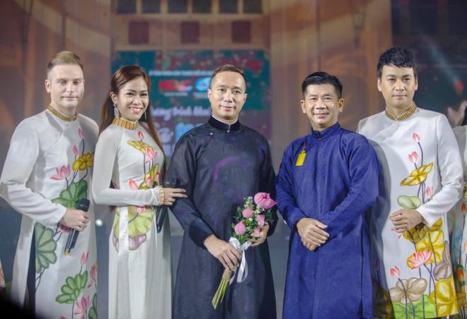Hoa hau Trai dat Trung Quoc mac ao dai anh 2
