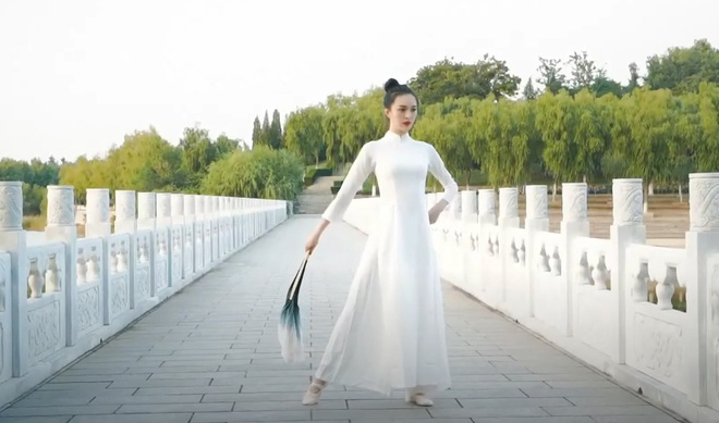 Hoa hau Trai dat Trung Quoc mac ao dai anh 1