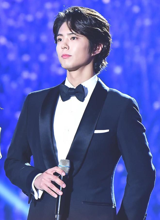 My nam kem 12 tuoi bi don ngoai tinh voi Song Hye Kyo la ai? hinh anh 2