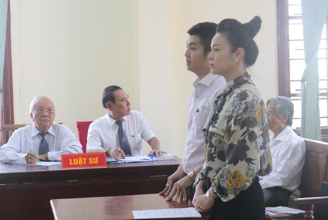 Nhat Kim Anh duoc dua con di choi giua on ao voi chong cu hinh anh 2 buu_loc_2.jpg