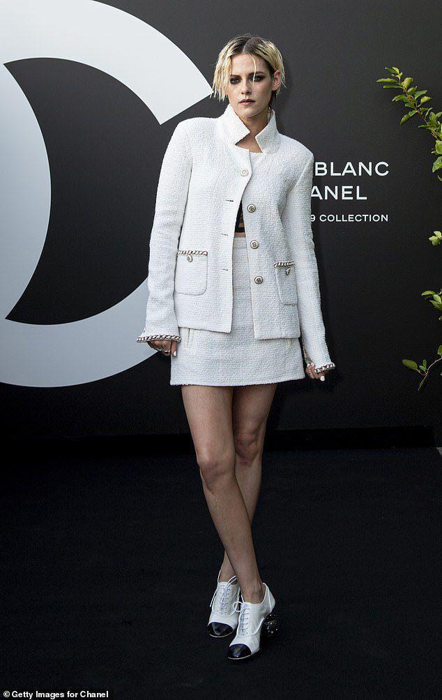 Kristen Stewart de nguc tran khi tam nang cung ban gai tren du thuyen hinh anh 9