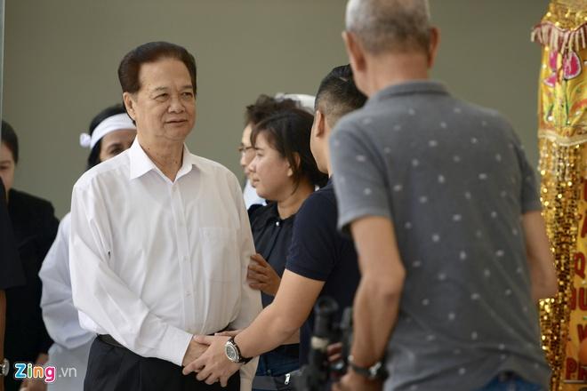 Nguyen Thu tuong Nguyen Tan Dung den vieng nghe si Chanh Tin hinh anh 1 th_zing.jpg
