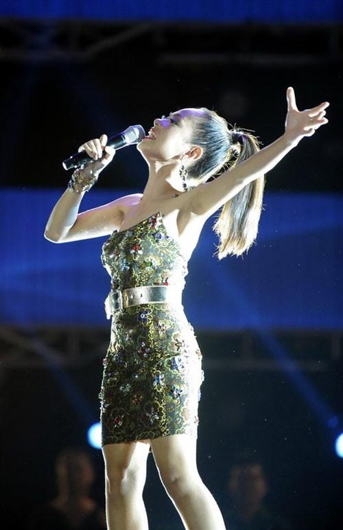 Top 6 Vietnam Idol 2012 – nguoi noi tieng, nguoi ve que chan lon hinh anh 6 hoangquyennn.jpg