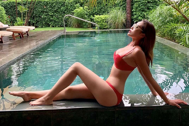 Hoa hau Ky Duyen da mac loai bikini nao de ton len vong mot cang day? hinh anh 1
