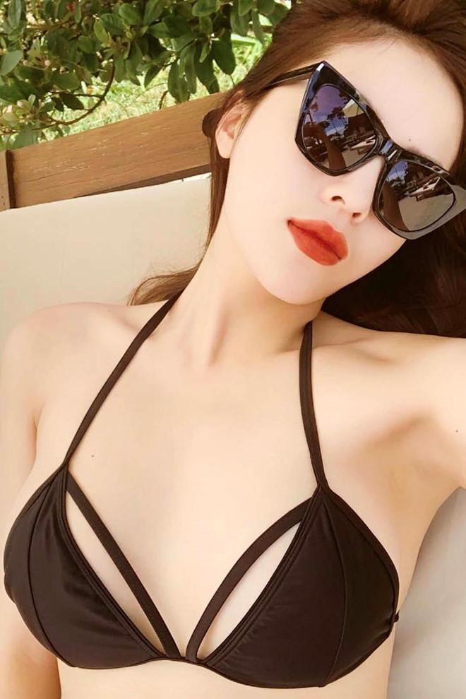 Hoa hau Ky Duyen da mac loai bikini nao de ton len vong mot cang day? hinh anh 10
