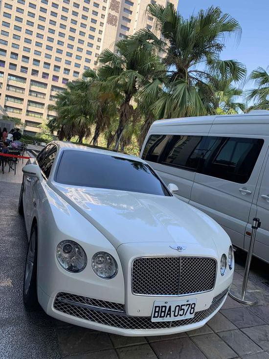 Xuat hien xe Rolls-Royce, Bentley trong le cuoi Lam Chi Linh hinh anh 3