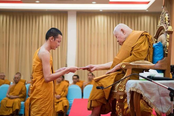 Vi sao Hoa hau chuyen gioi Thai Lan phau thuat tro lai lam dan ong? hinh anh 9 1498470574_4.jpg