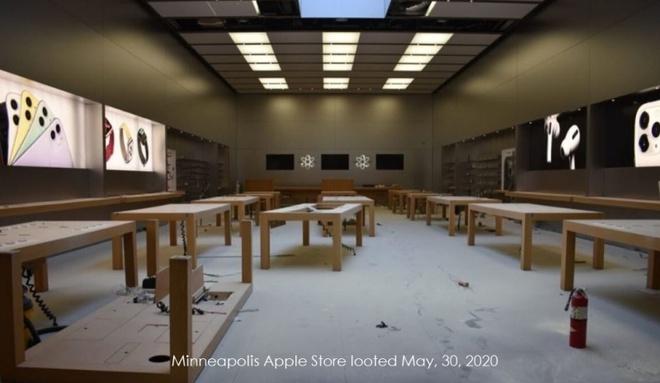 Bao loan o My, dong nguoi vao Apple Store dap pha, vet sach iPhone hinh anh 1 Z22731052020.jpg