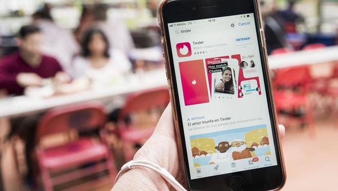 Dung iPhone de duoc quet phai match trong Tinder hon anh 1