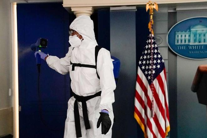 Ong Trump song ao sau khi ra vien chua Covid-19 anh 2