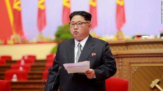 Xe dan doan toi khach san cua ong Kim Jong Un hinh anh 1