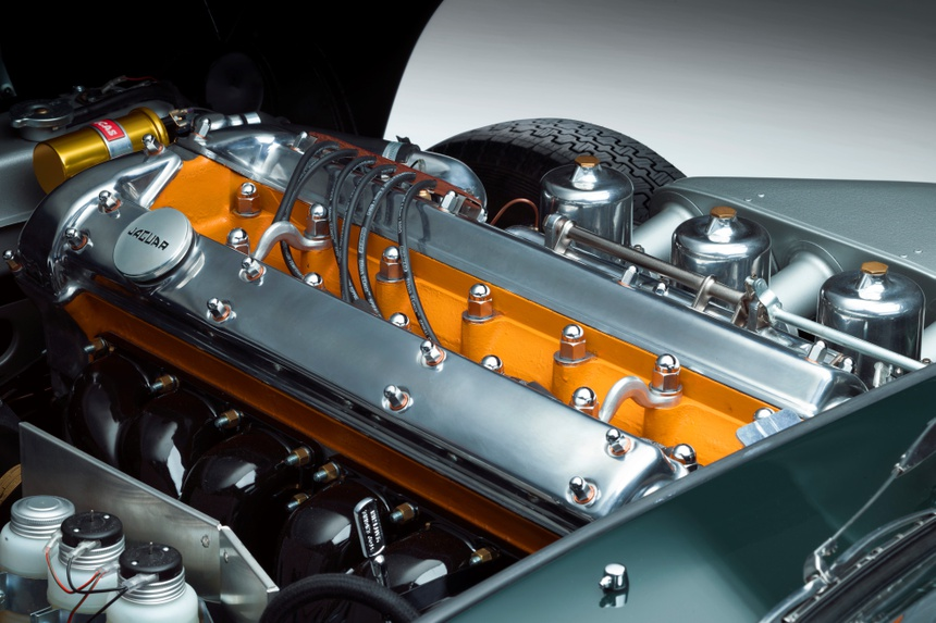Xe co Jaguar E-Type anh 12