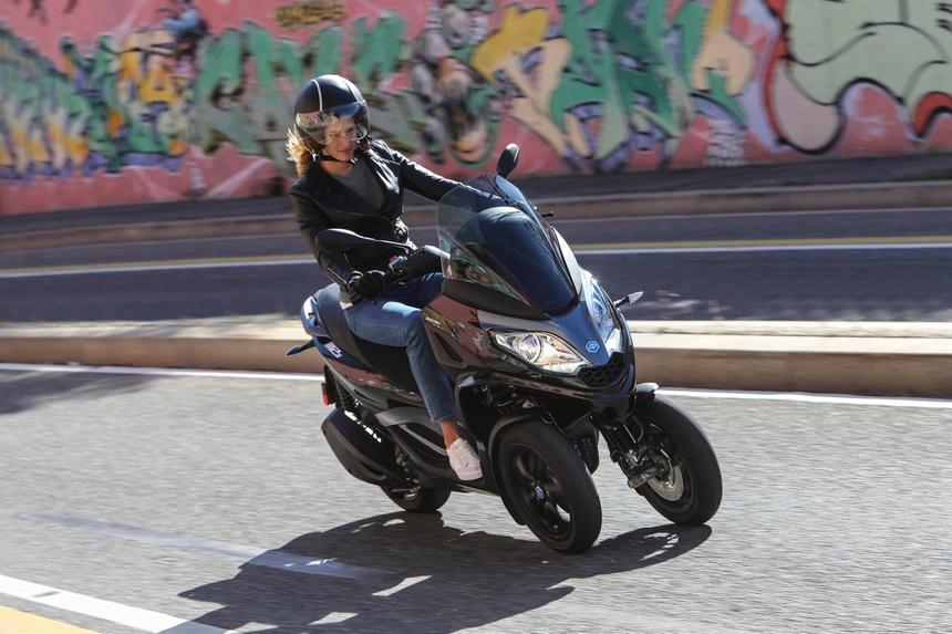 moto 3 banh cua Johnny Tri Nguyen anh 4