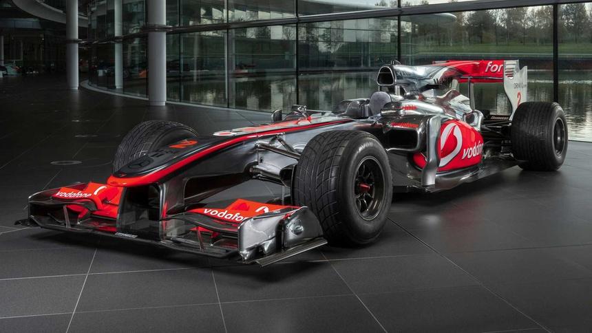 Xe dua F1 tung duoc Lewis Hamilton cam lai anh 1