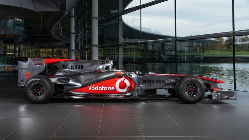 Xe dua F1 tung duoc Lewis Hamilton cam lai anh 2