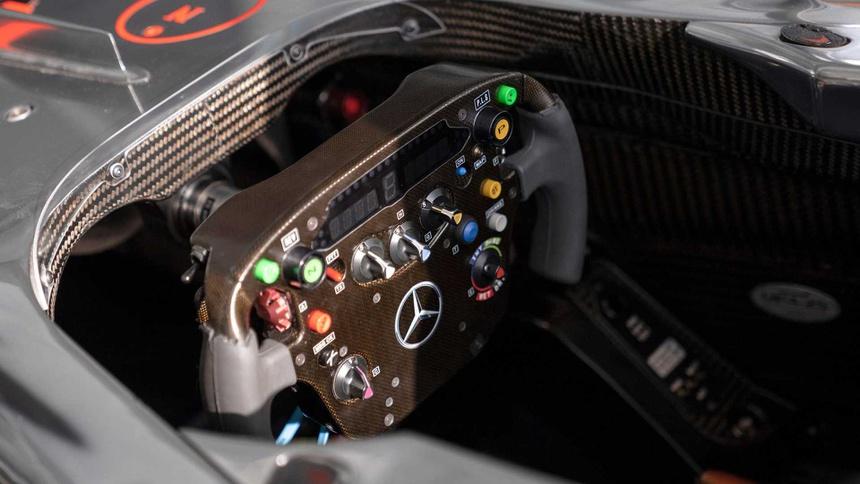 Xe dua F1 tung duoc Lewis Hamilton cam lai anh 3