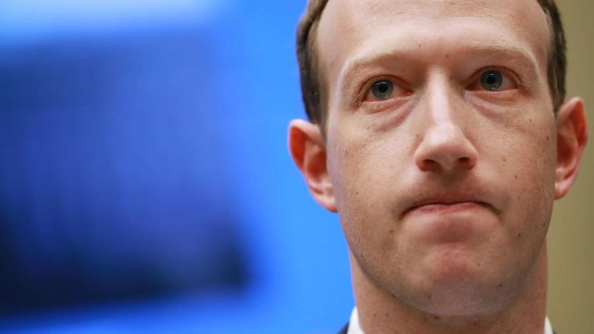 Facebook dang phai doi mat voi ngay tan the? anh 1