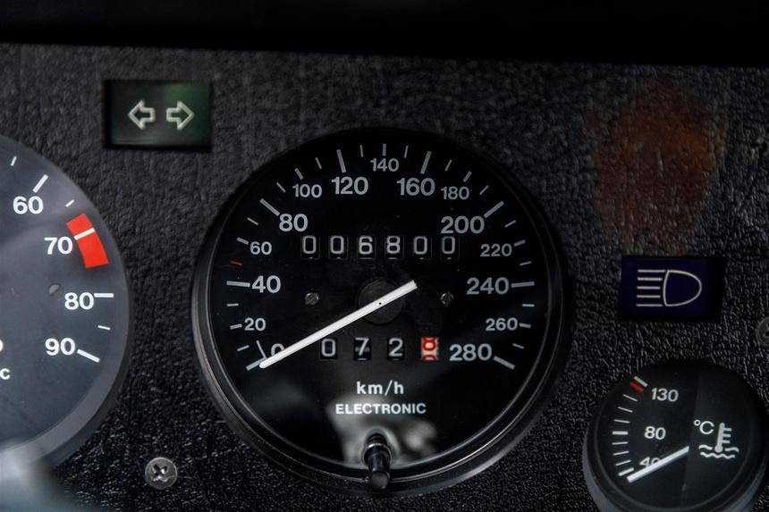 BMW M1 cua Paul Walker duoc ban gia 500.000 USD anh 7