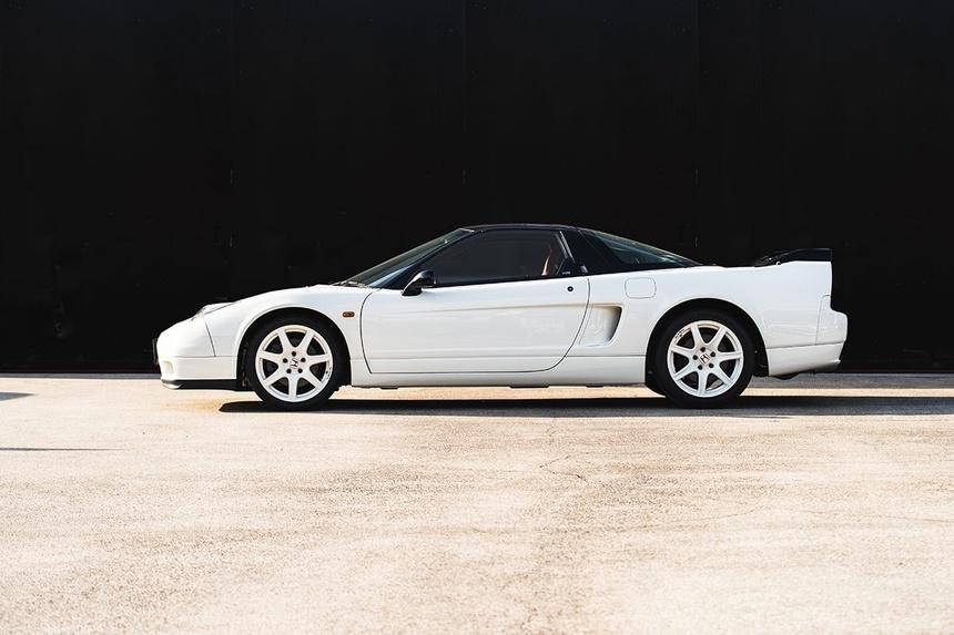 xe-Honda-NSX-R-doi-2002-duoc-rao-ban-gia-tu-408.000USD-07