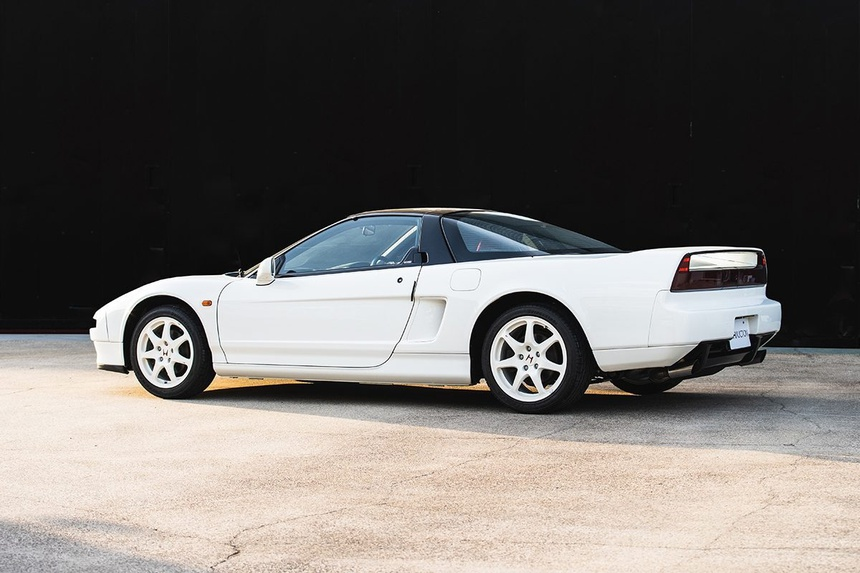 xe-Honda-NSX-R-doi-2002-duoc-rao-ban-gia-tu-408.000USD-09