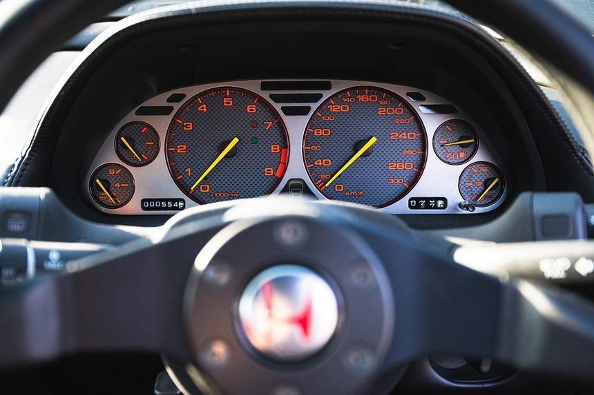 xe-Honda-NSX-R-doi-2002-duoc-rao-ban-gia-tu-408.000USD-10