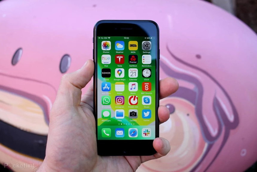 iPhone SE 2022 manh ngang iPhone 13 anh 2