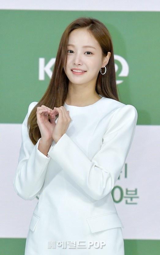 Yeon Woo hen ho Lee Min Ho anh 2