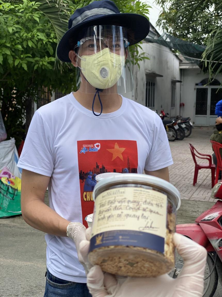 Mc Minh Khang khong the ve chiu tang cha anh 2