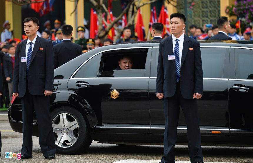 Doan xe cua Chu tich Kim Jong Un roi Dong Dang, huong ve Ha Noi hinh anh 3