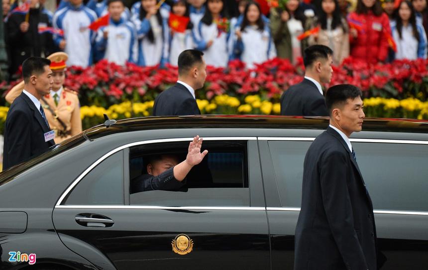 Doan xe cua Chu tich Kim Jong Un roi Dong Dang, huong ve Ha Noi hinh anh 6