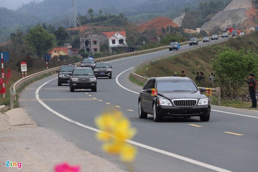 Doan xe cua Chu tich Kim Jong Un roi Dong Dang, huong ve Ha Noi hinh anh 10