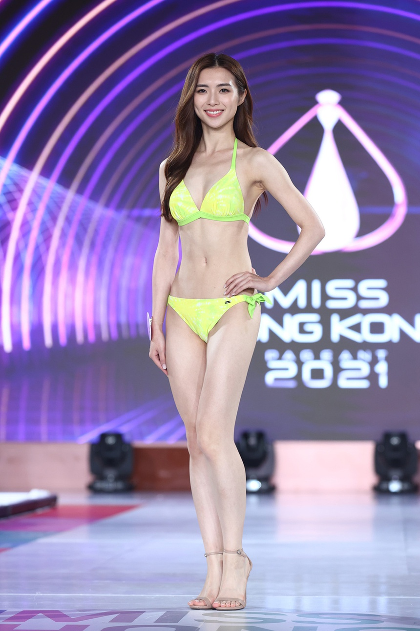 Top 24 Hoa hau Hong Kong dien bikini anh 2