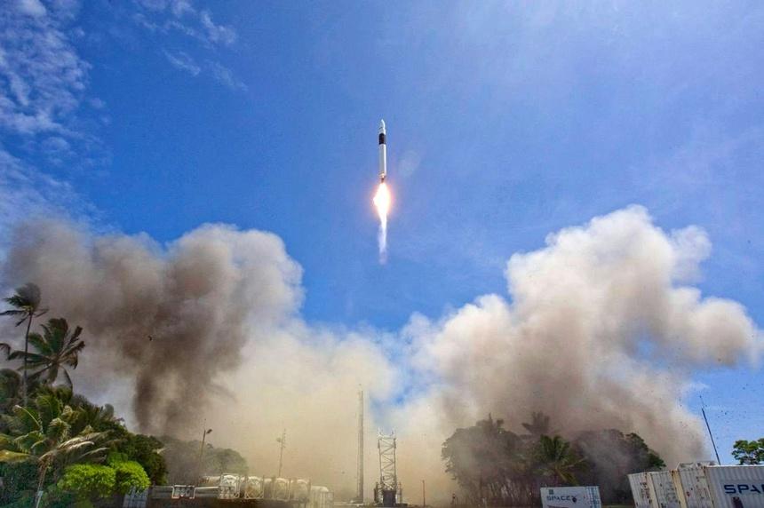 Ten lua Falcon 1 cua SpaceX anh 1