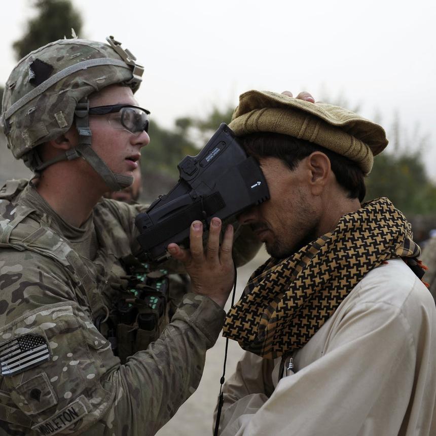 Su nguy hiem khi du lieu sinh trac hoc My roi vao tay Taliban anh 1